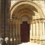 Portada de la Iglesia de Santiago de Agüero